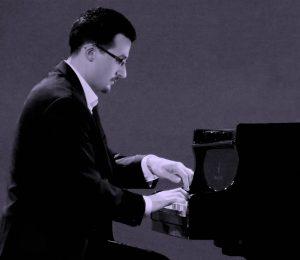 Herton Mikeli, Klavier